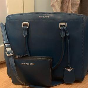❤️❤️Beautiful Michael Kors handbag and wallet